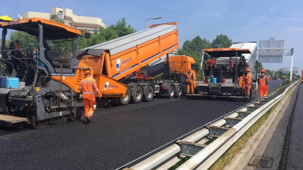 Werkzaamheden op het asfalt